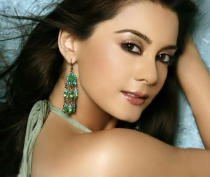 minissha lamba1 300x253 Bollywood Squash